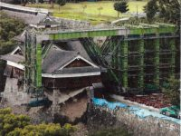 写真2 隅石だけで持ち堪えた飯田丸五階櫓