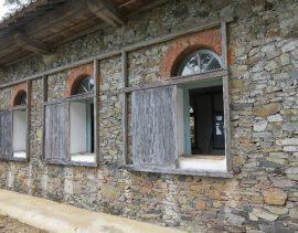 ド・ㇿ壁と窓のレンガアーチ